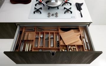 Wooden cutlery drawer organizer